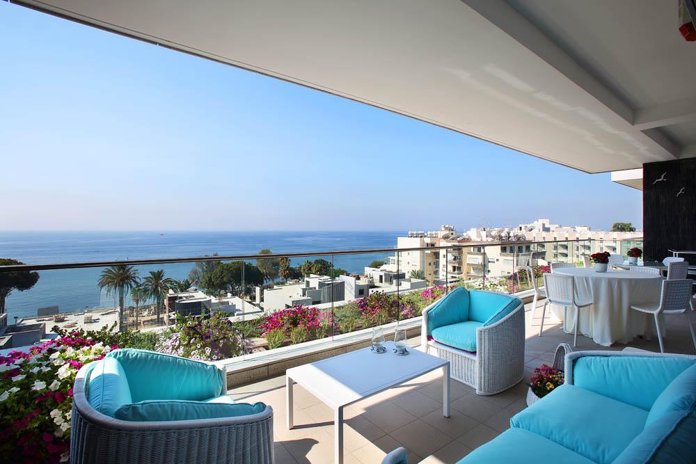 Квартира с видом на море на Кипре