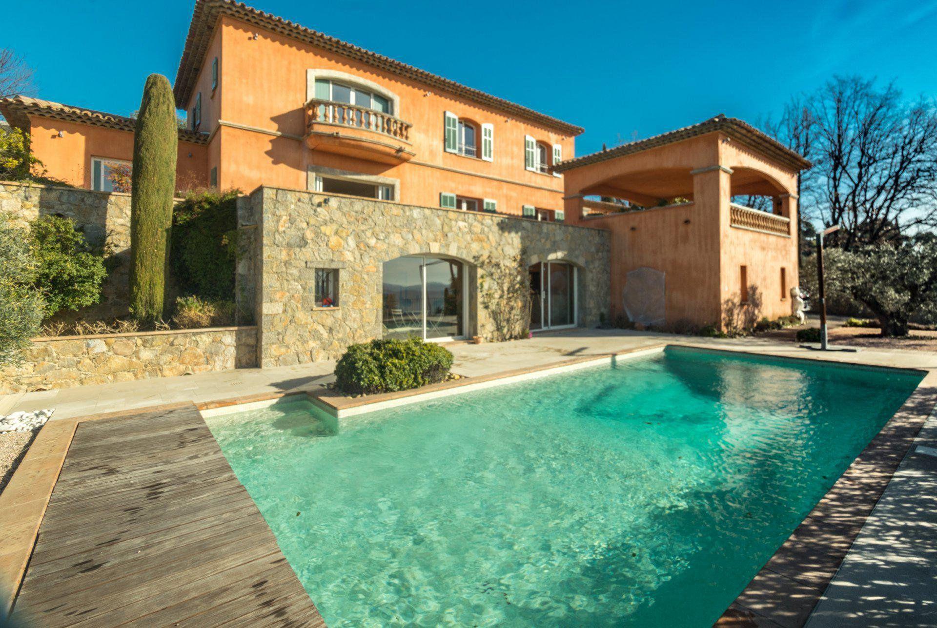 Виза и ВНЖ при покупке недвижимости во Франции