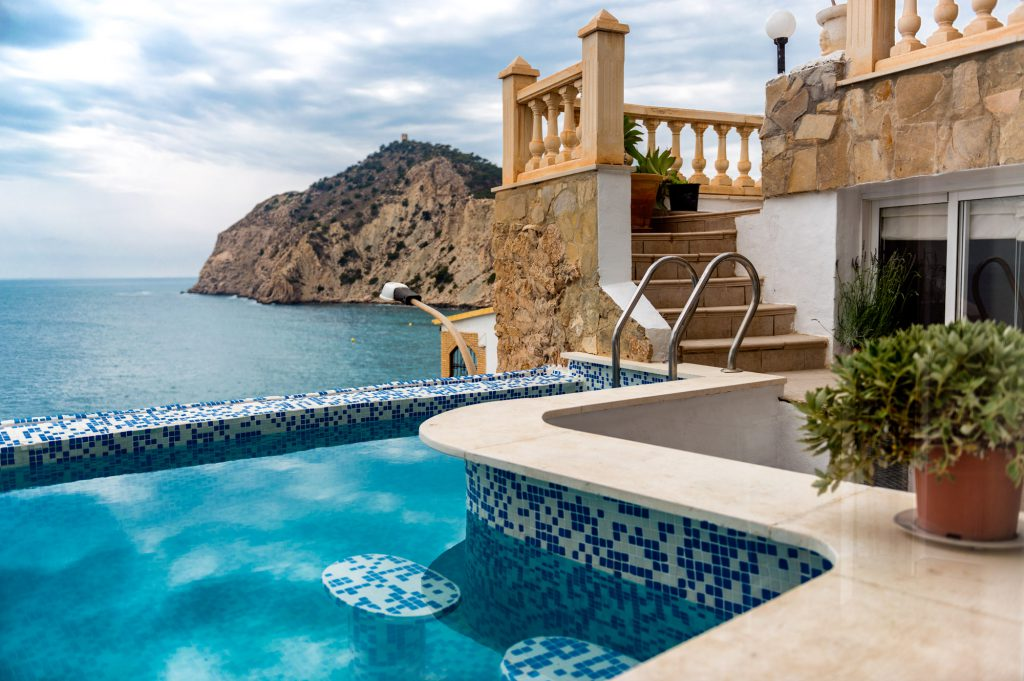 Виллы в Испании с бассейном