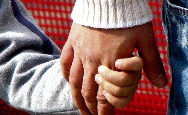 Усыновленный румынами иностранный ребенок имеет право на гражданство