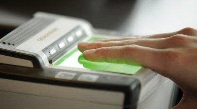 При оформлении визы необходимо сдать отпечатки пальцев