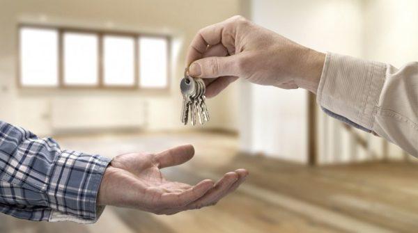 Исходя из практики, сдавать в аренду жилье посуточно более выгодно в финансовом отношении
