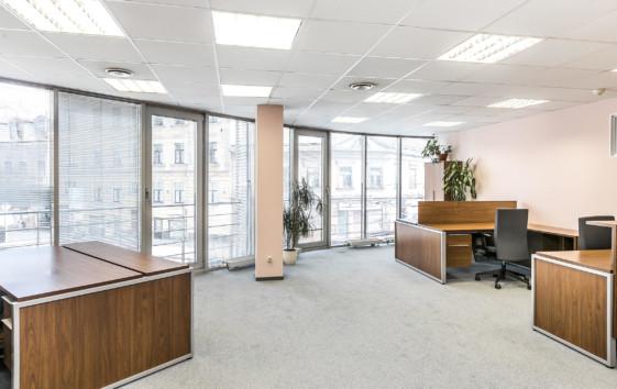 Аренда офиса в бизнес-центре обойдется недешево, однако если клиенты по плану должны заходить к вам часто, то это – лучшее решение
