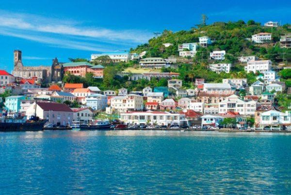 Гренада не отстает от других государств и так же предлагает оформить подданство за сравнительно небольшие инвестиции в местную недвижимость