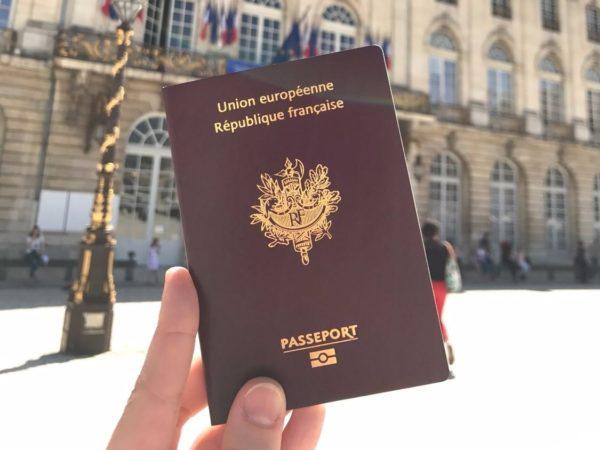 Паспорт гражданина Франции при покупке недвижимости