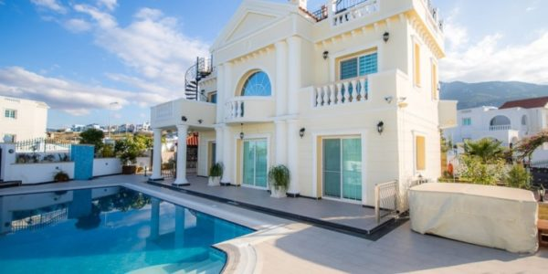 Приобретя на территории Кипра недорогой объект недвижимости, можно избежать налога вовсе