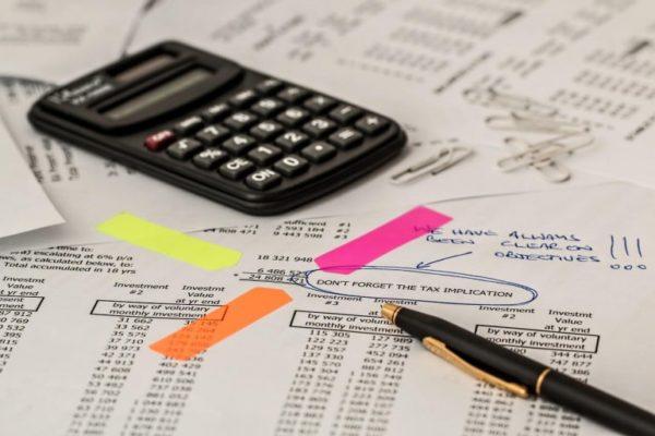 Для подсчета и уплаты налогов лучше подберите удаленного сотрудника. Это и обойдется дешевле, и избавит от лишних проблем. Ведь бухгалтер будет всегда в курсе изменений в законодательстве