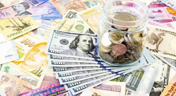 Переоцененную валюту держать при себе нельзя, ведь она в конце концов обесценится